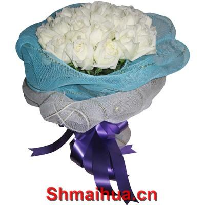 心中唯你-21支白玫瑰配叶,白色纱网内衬,天蓝色纱网外圆形包装